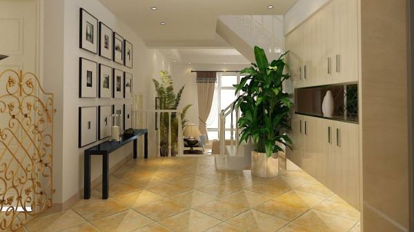 客厅家具采用极具美式风格的布艺沙发和田园的原木色做旧电视柜,背景墙采用高档的仿古砖, 与地面的仿古大理石颜色形成强烈的反差。