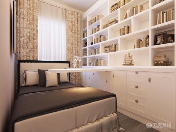 小卧室的设计兼具了书房和卧室的功能,没有过多的装饰,简单、沉稳,主要突出其功能性。本方案整体采用明快的色彩,
