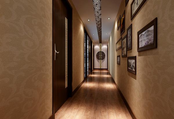 墙面壁纸延续一楼的样式统一色调,墙连顶的实木雕花装饰造型辅助隐光源与筒灯,让走廊的空间效果有拓展感,两侧的圆形浮雕造型配合留白,体现了一个小小设计视觉中心。