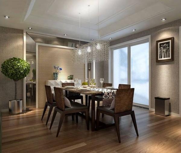 亚麻色壁纸配上原木色地板,简单直线条设计的餐桌椅,显示主人地调优雅的生活态度。