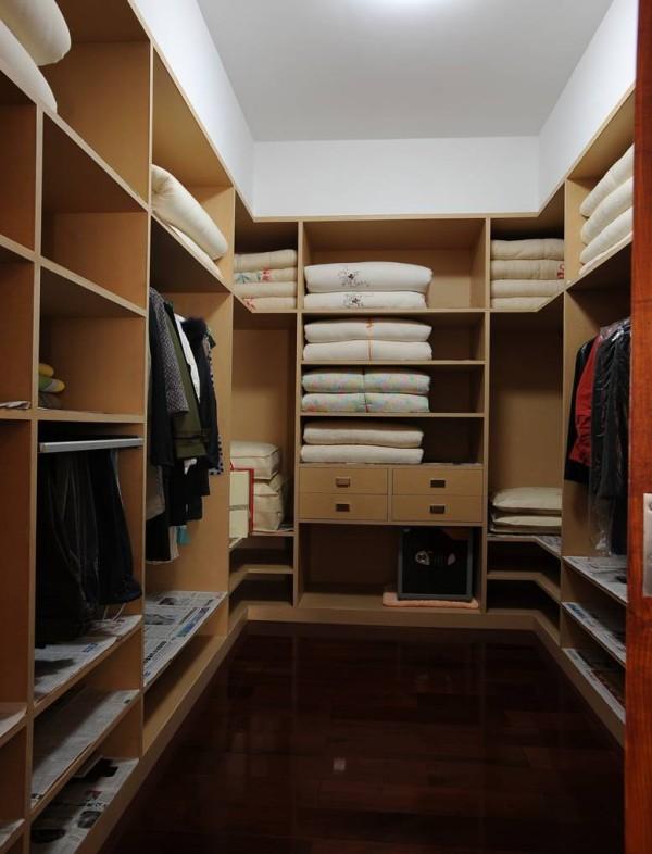 开敞式和封闭式的衣帽间,各有各的特点