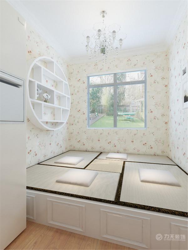 美观又方便。在墙上打了一个柜子,可以放一些茶叶啊,装饰品等东西。