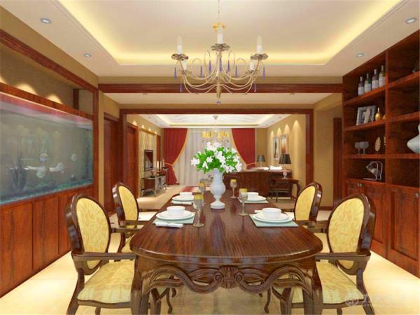 餐厅顶面简单的回形顶起到了划分空间的作用,深色木纹的桌椅,彰显了户主高端的品味,餐厅的酒柜摆满了主人引以为傲的藏酒。