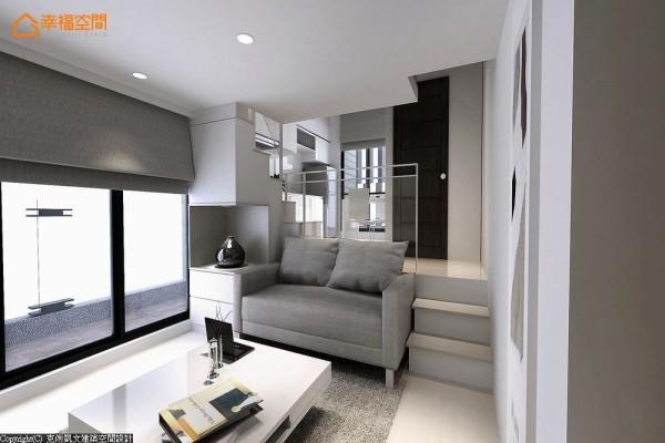 浅灰色系的布面沙发,以及调性相同的窗帘布和地毯,搭配着白色方几,映射出暖阳的透亮光泽。 (此为3D合成示意图)