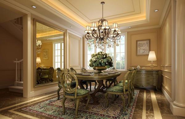 有着精细线条和图案的实木边桌及餐桌椅,铁艺枝灯,有一点造型,有一点朴拙。