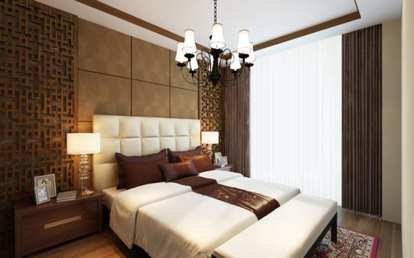 设计理念:卧室兼有储藏和休息的功能,在设计上采用了咖色硬包和木质屏风相结合,整体依旧延续以木质为主的装饰风格。 亮点:床头背景运用了木色镂空花格饰墙,背衬硬包,增加空间的亲和力。