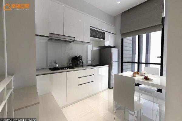 完整沿面的落地采光,与净透洁白的色调搭配,构成简单利落的餐厨范围。 (此为3D合成示意图)