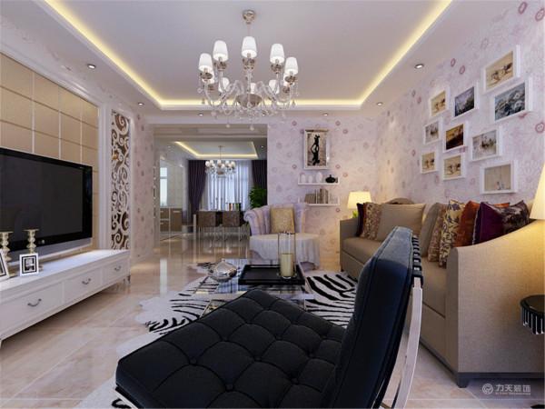 顶面的一些好看的简单的造型,显得更加高贵,典雅,大方,温馨,浪漫,也更加体现出现代简约风格的特点,本户型的设计亮点在影视墙的造型和顶面的造型