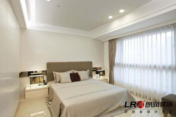 卧室造型更为简约精致,但是中央空调的低调奢华是不会被人忽略的,简约而不简单。
