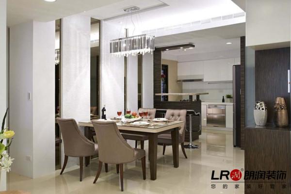 简单精致餐厅细节,温暖吊顶,素色餐桌椅子搭配,小资生活的浪漫简单。