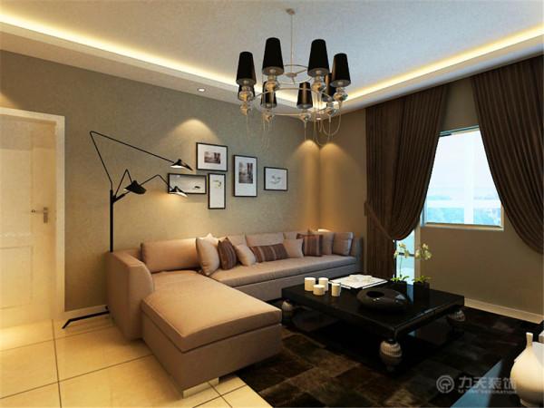 沙发墙的不规则挂画,让空 间显得不那么呆板,配以柔和的灯光,整体感觉时尚而不失温馨。
