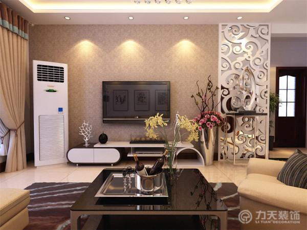 电视背景墙为雕花板与黑色烤漆玻璃结合的造型为主,搭配简单的深色素色壁纸,既简约又不乏时尚感