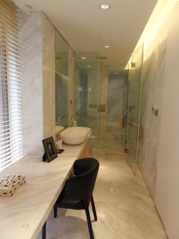 根据居室空间的大小形状、主人的生活习惯、兴趣爱好和经济情况,从整体上综合策划装饰装修设计方案,体现出主人的个性品位