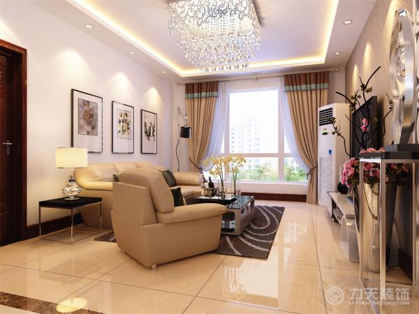 沙发别景墙挂了几幅现代风格挂画,使墙面不是很空洞