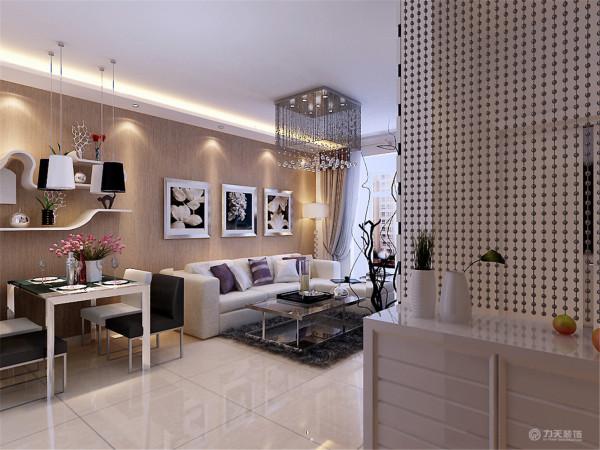 家具需要完美的软装配合,才能显示出美感。如沙发靠垫,窗帘和餐桌的餐布等。