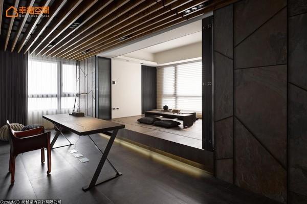 考虑用户的视线高度与采光感受,一改以往的机能安排,让书桌座向迎接细腻别致的现代禅味。
