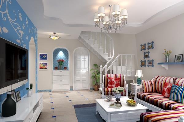 整个客厅空间本不是很大,在色彩的运用上选择蓝白色主次分明,垭口融合了地中海风格元素。最终让业主十分满意。原厨房门洞设计成鞋柜上方的造型贴合地中海风格造型 ,同时也成为客厅的一道亮点。