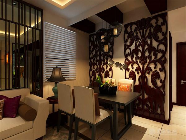 在餐区部分的墙面也运用了雕花格,与电视背 景墙相互呼应,并使空间具有了很强的立体感与连贯性