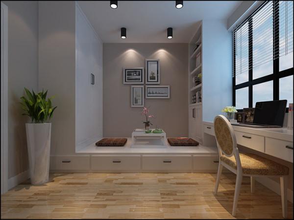 这是一处小书房,空间不大,设计师韩翠采用一体化和榻榻米设计喝茶会客,看书写资料,小空间,大作用。
