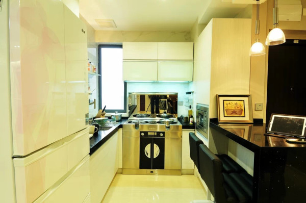 开放式厨房使得空间更加开阔,富有新意,符合年轻人的审美要求