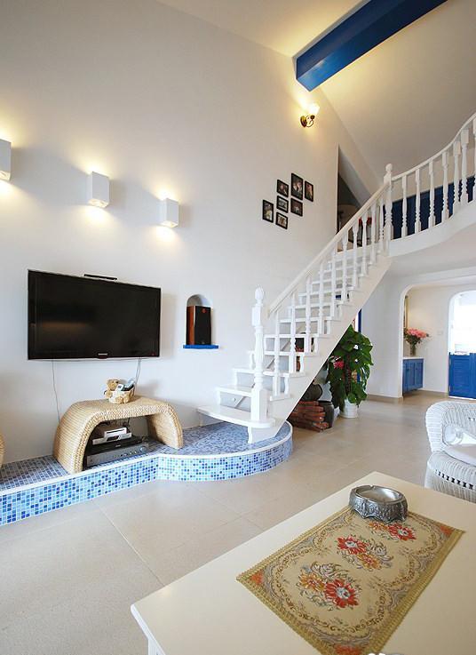 白和蓝相结合为风格基本特点,整体设计明亮、大胆、色彩丰富、简单。