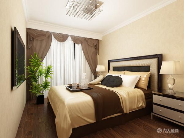 卧室较通透,都有窗户,有利于通风和采光。进入房间之后首先是一个客厅,客厅和餐厅构成了一个方形,较整齐。