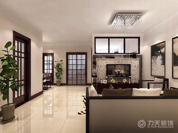 影视墙主要是玻璃镜面来表示,既时尚又不失去整体的效果,再搭配木质的家具和配饰,使客厅看起来高端大气。