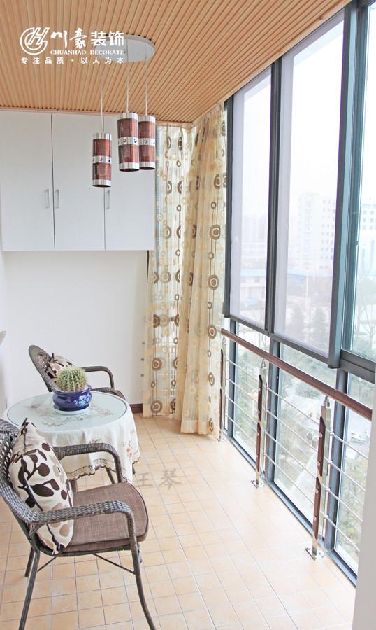 宝业城市绿苑89㎡温馨婚房装修设计阳台,可休闲可做生活阳台来使用。