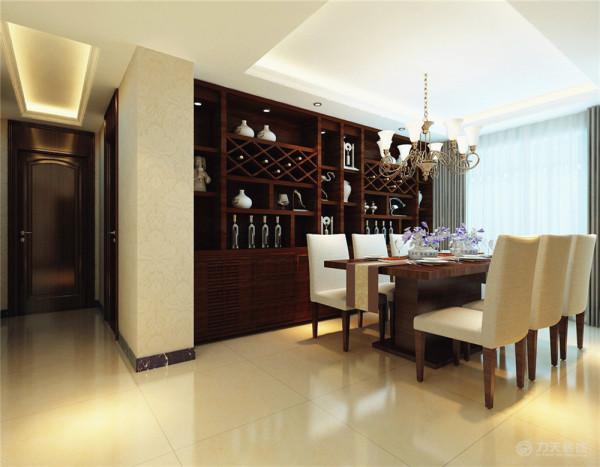 餐厅简洁大方的餐桌椅,精致的餐边柜,青花瓷式样的花瓶,使就餐成为一种愉快的事。