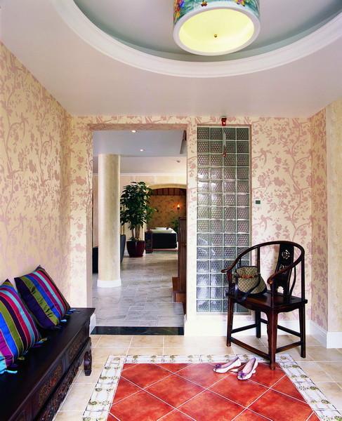 在加盖阳光房的时候考虑他应该是一个冬暖夏凉的起居室兼娱乐室功能,于是特意把房顶高度提升到4.5米,并做了外保温及草席木梁顶的设计,这给首层空间营造了豁然开朗的视觉感觉