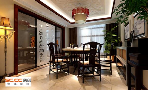 餐厅透明玻璃门上的木质拉手增加了空间的细节的精彩,在风格中从功能、美观、文化、协调等各方面综合考虑,使整个中式空间中融合了现代的元素,打造出一个具有现代审美和中式韵味的家居环境。