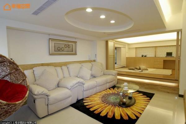 温暖的色彩让人感觉放松,而热情的编织家具和地毯样式,也为空间带来不少活力。