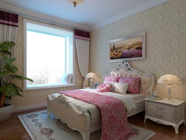 次卧室:墙面用于条形壁纸,在墙上挂了一幅壁画,床上的靠枕素雅使用,整个空间整齐洁净!
