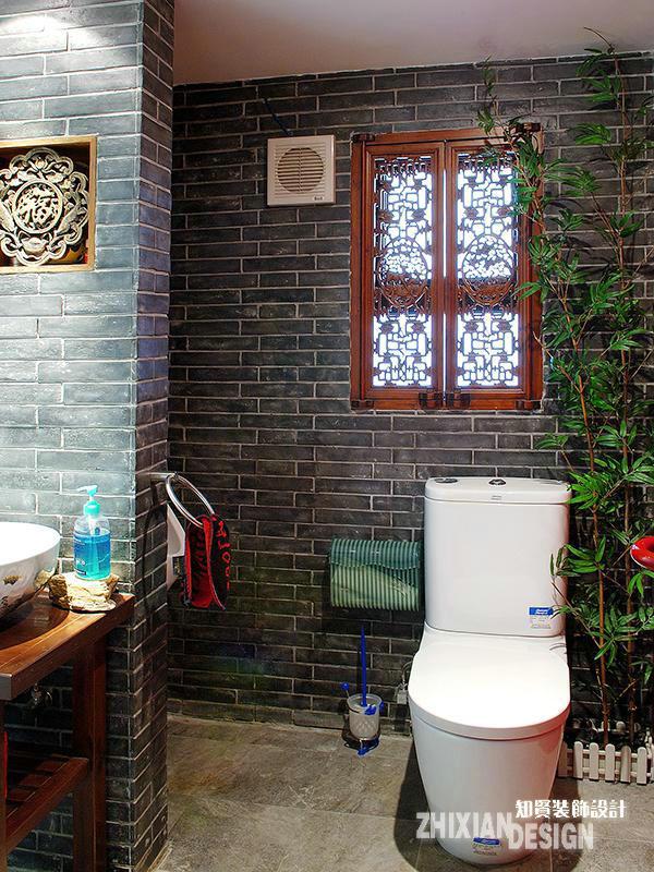 """卫浴,颇具代表性的青砖和木饰轻易营造出了空间的""""时代感"""",设计中东方元素的混杂运用,让每个空间都充满了多样性的美。"""