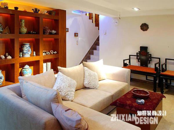 近年来,地下室设计成为居家设计的一个热门空间,更具私密性或娱乐性,是其设计的两个走向。本案的地下室的设计兼具收藏、会客之用