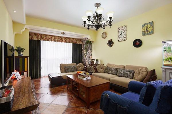 构造了基本空间形态后,地中海风格的装饰手法也有很鲜明的特征。家具尽量 采用低彩度、线条简单且修边浑圆的木质家具。地面则多铺赤陶或石板。马赛克 镶嵌、拼贴在地中海风格中算较为华丽的装饰。