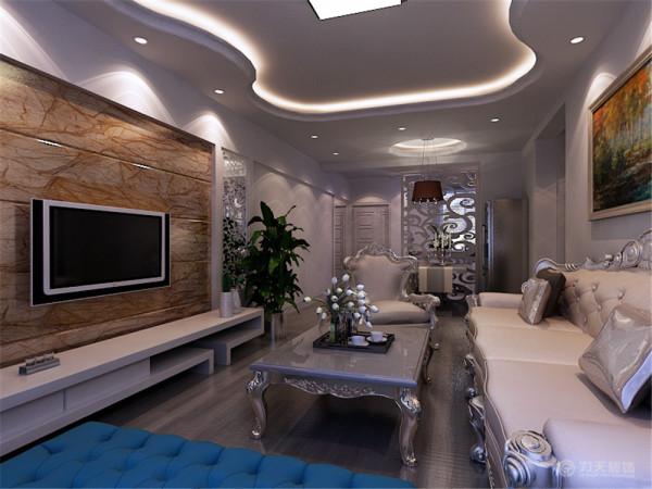 色彩跳跃性,主要体现在沙发靠垫上,再简单的装修中又不失单调,电视背景主要是石材拉缝,不是太单调,又有了色彩对比,沙发背景是一幅欧式挂画,简单不高调,客厅主灯是简单的吸顶灯