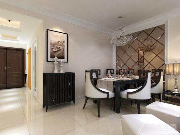 在餐厅背景墙上做了菱形镜的造型,很有效的延伸了空间感;然后是客厅区域,在背景墙的位置做了石膏板拉缝的设计很简单的造型结合淡黄色印花壁纸,整个空间简单却很温馨。