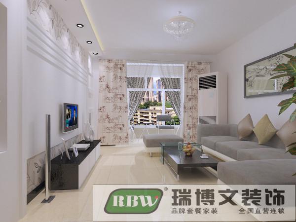 客厅空间顶面避免过多造型带来的压抑感,只是在电视墙上方做了条形顶,打筒灯和灯带再结合电视墙,显现出了客厅空间的亮点