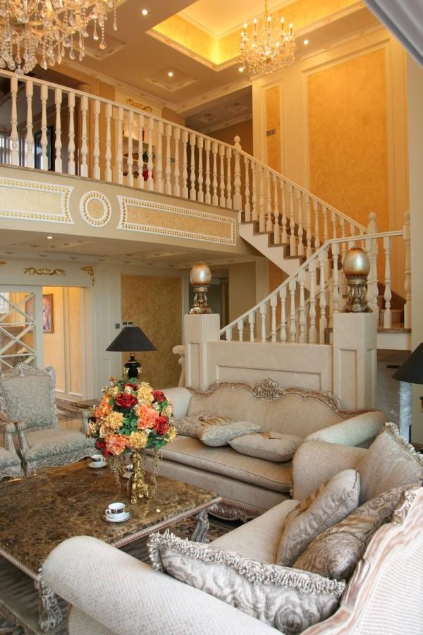 整体感觉简洁温馨,墙面主要是通过壁纸装饰。家具以简约舒适为主,色调以暖色调为主,客厅飘窗的地方也可以做为休息区域。