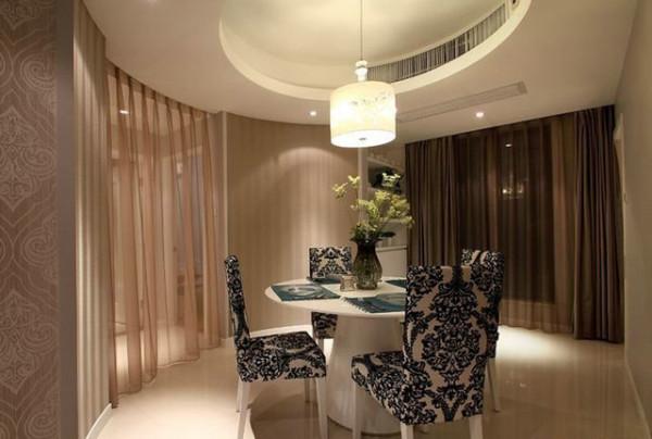 一个温馨的家,既要舒适又要有个性,这个案例就做到了充分的考虑,强调了居室的实用性及舒适性,加 人灯光的配合给了整个空间营造出浪漫气氛。