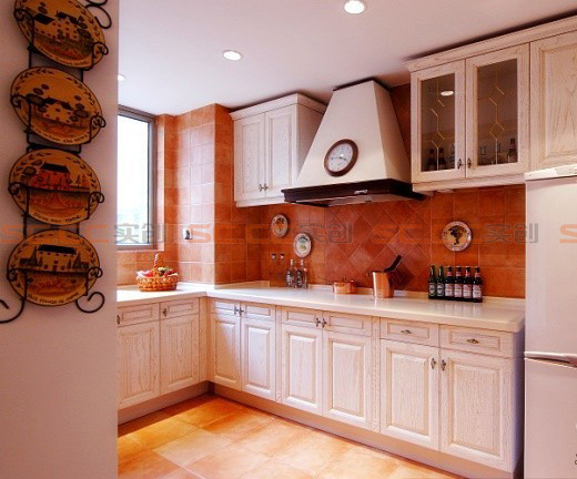 亮点:厨柜的白色能刺激人的食欲,把整个空间提亮,使人心情愉悦,使枯燥的厨房操作过程变得生动有趣。