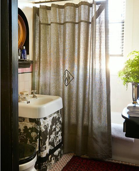 洗手盆下面的帘子不错