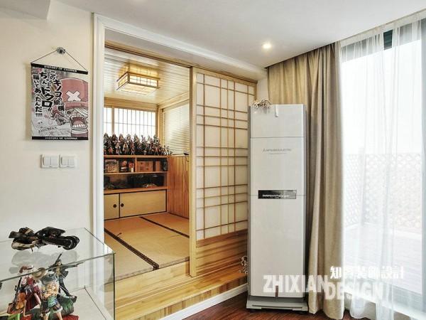 """除了面积不菲的主收藏室,这里还专门设计有和室,作为心爱模型的把玩之地。清浅的木色搭建出的""""木头房子"""",渊源更深。"""