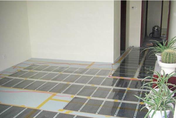 管道铺设前应首先让放线工,按图纸给定的坐标,确定好管道的铺设位置,然后开挖在挖到接近管底标高时应及时测量,严禁沟底深度超过标高,超过时,应进行夯实,并找好坡度。