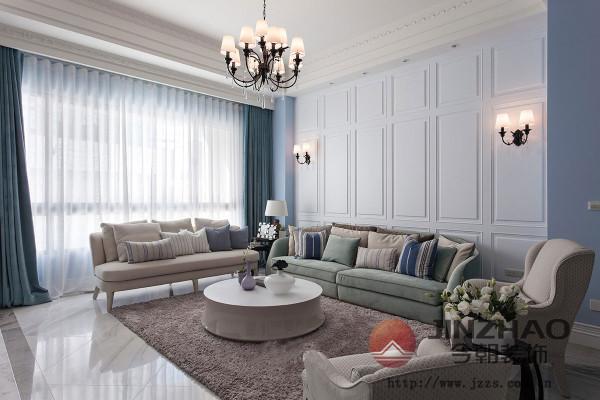 古典风格中,仅把灯当做装饰的一部分。在设计中,灯的外形更重要,它作为一种装饰元素加入装修设计中。而灯光的变化不多,因此家中的环境比较传统。