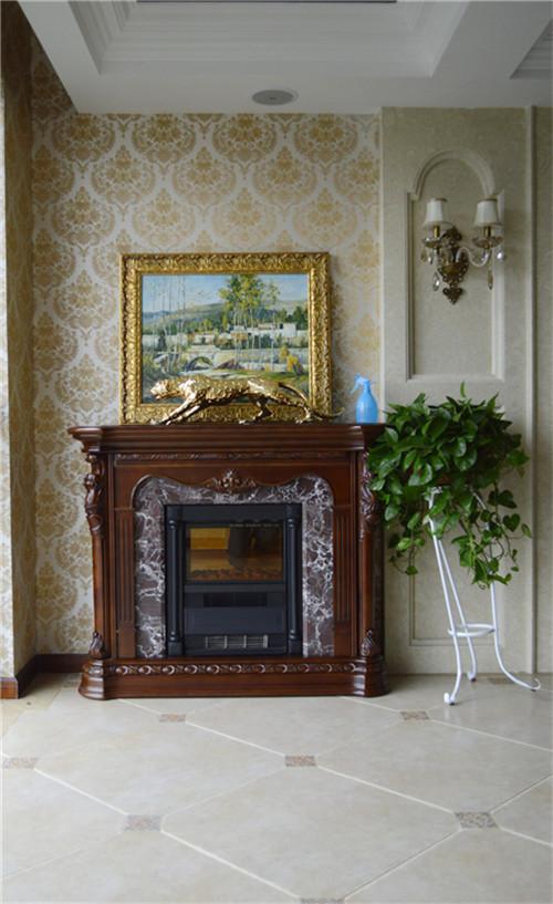 欧式壁纸、大理石等,使整个房间稳重、华贵与舒适