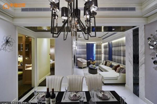 欲流畅呈现客厅至前阳台的步行动线,家私配置上,雅典设计选以 L型沙发作为主题,平衡解决动线与实用性共存问题。