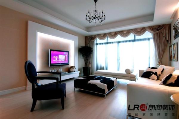 客厅正面细节,简单电视墙造型以及整体家具色彩搭配,相得益彰,简单温馨!