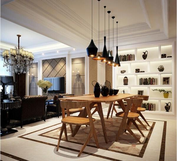 客厅宽敞明亮的落地窗装扮上欧式的落地窗帘,别具一番风味